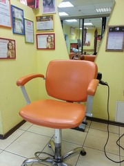 Сдам в аренду парикмахерское кресло в салоне красоты.